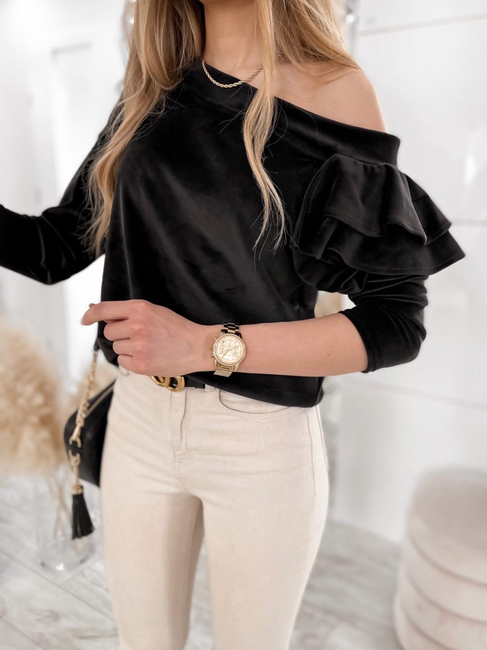 Czarna bluza na jedno ramię z falbanami Jasmine 3