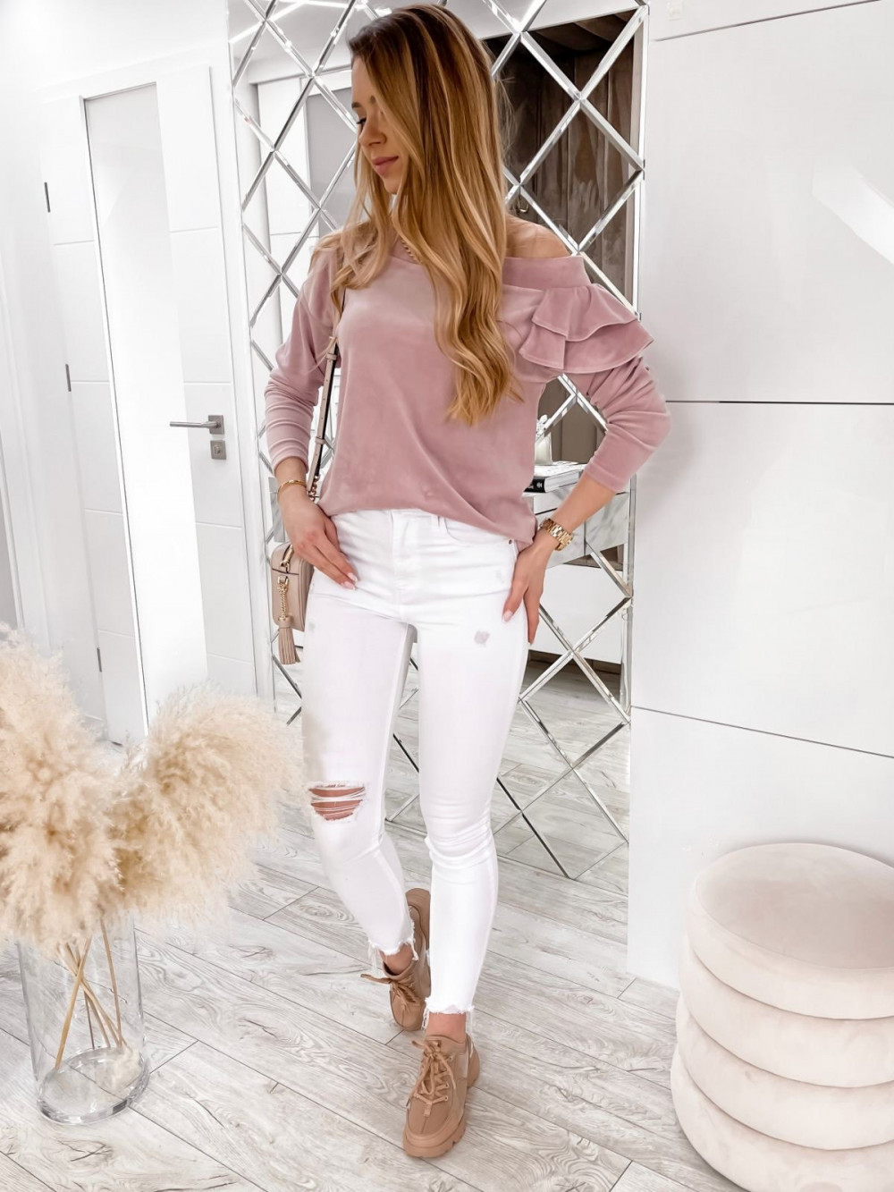 Brudno różowa bluza na jedno ramię z falbanami Jasmine 2