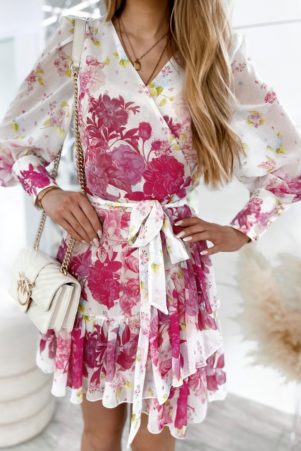 Ecru-różowa sukienka szyfonowa w kwiaty Flores 3