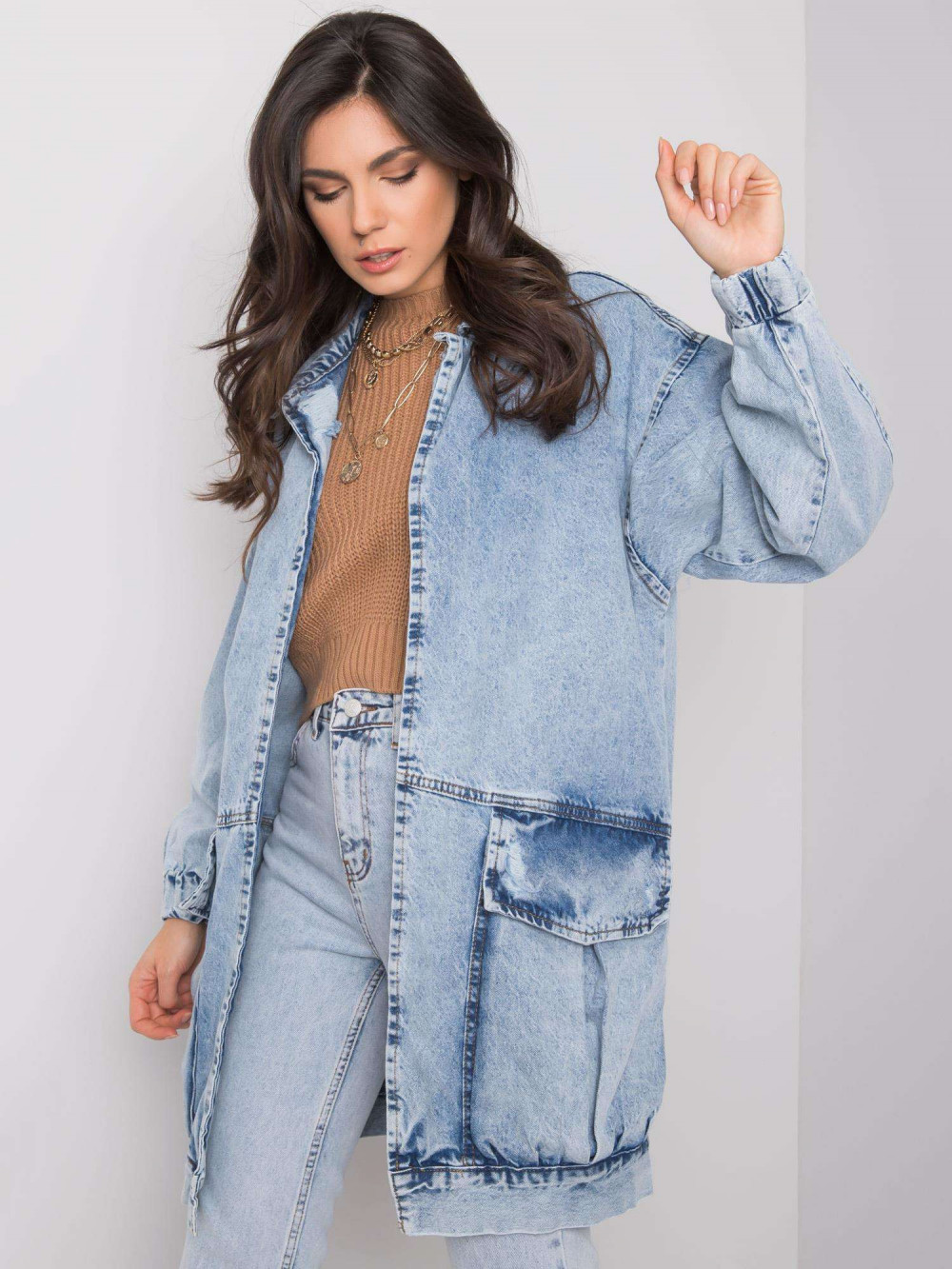 Jasnoniebieski marmurkowa długa kurtka jeansowa z kieszeniami Sallon 2