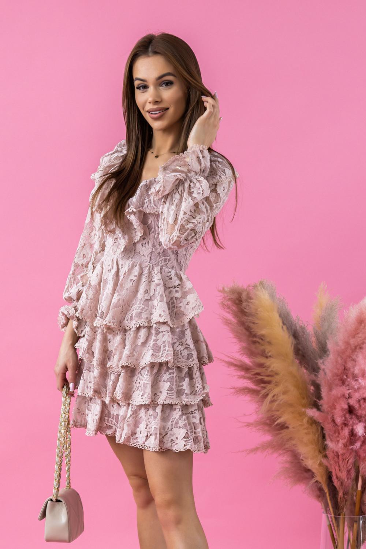 Jasnoróżowa sukienka koronkowa rozkloszowana z falbankami Novia 2