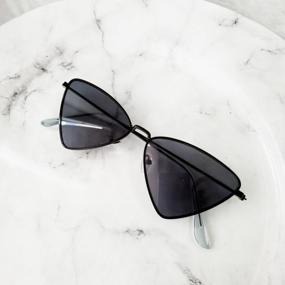 Czarne okulary przeciwsłoneczne romb Hailey 2