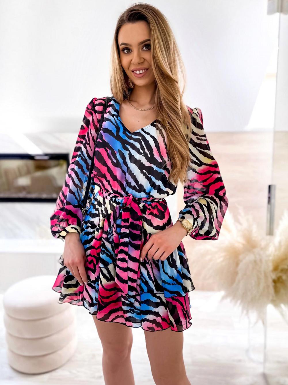 Kolorowa zeberkowa sukienka szyfonowa rozkloszowana Virgo 2