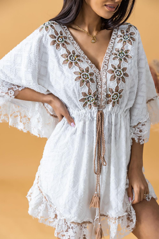Biała sukienka narzutka boho wykończona koronką Margherita 3