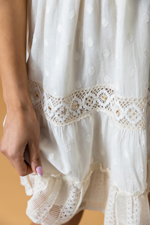 Beżowa sukienka rozkloszowana boho z haftem Silvia 4