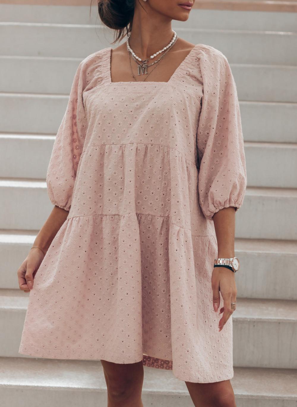 Pudrowo różowa ażurowa sukienka hiszpanka Juliana 2