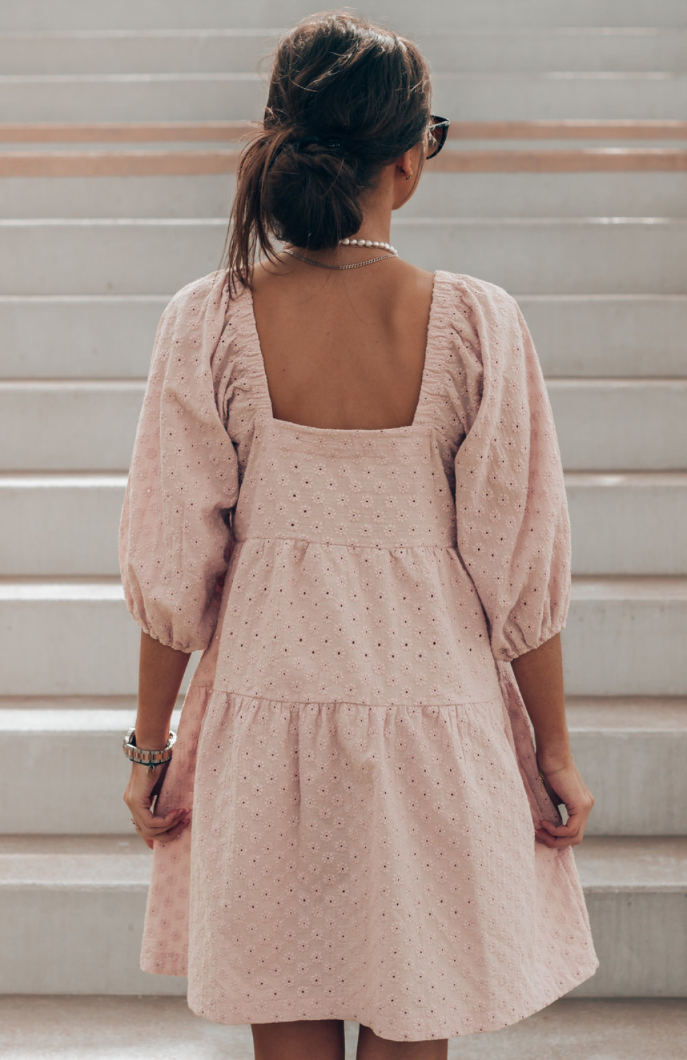 Pudrowo różowa ażurowa sukienka hiszpanka Juliana 3