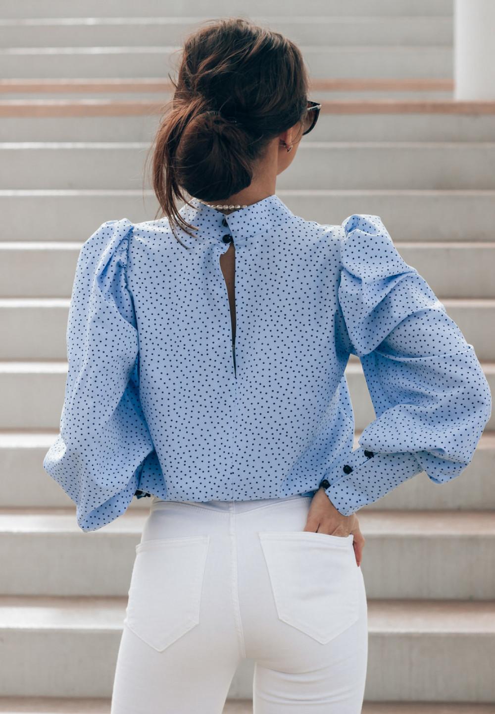 Niebieska bluzka w kropki z bufiastymi rękawami Lorena 4
