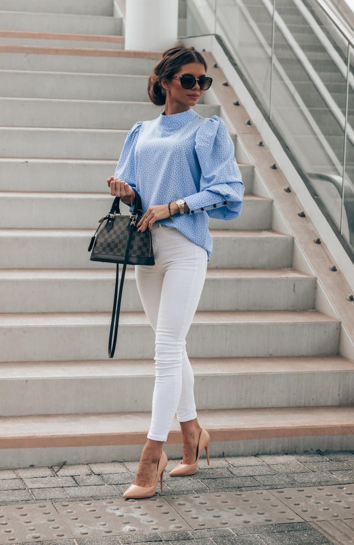 Niebieska bluzka w kropki z bufiastymi rękawami Lorena 2