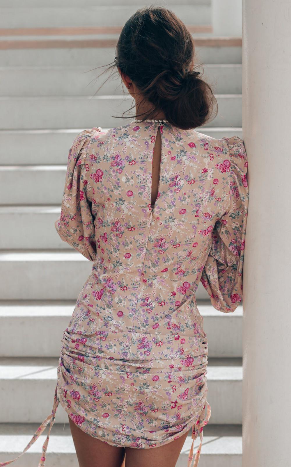Beżowa sukienka kwiatowa z marszczeniami Louise 3