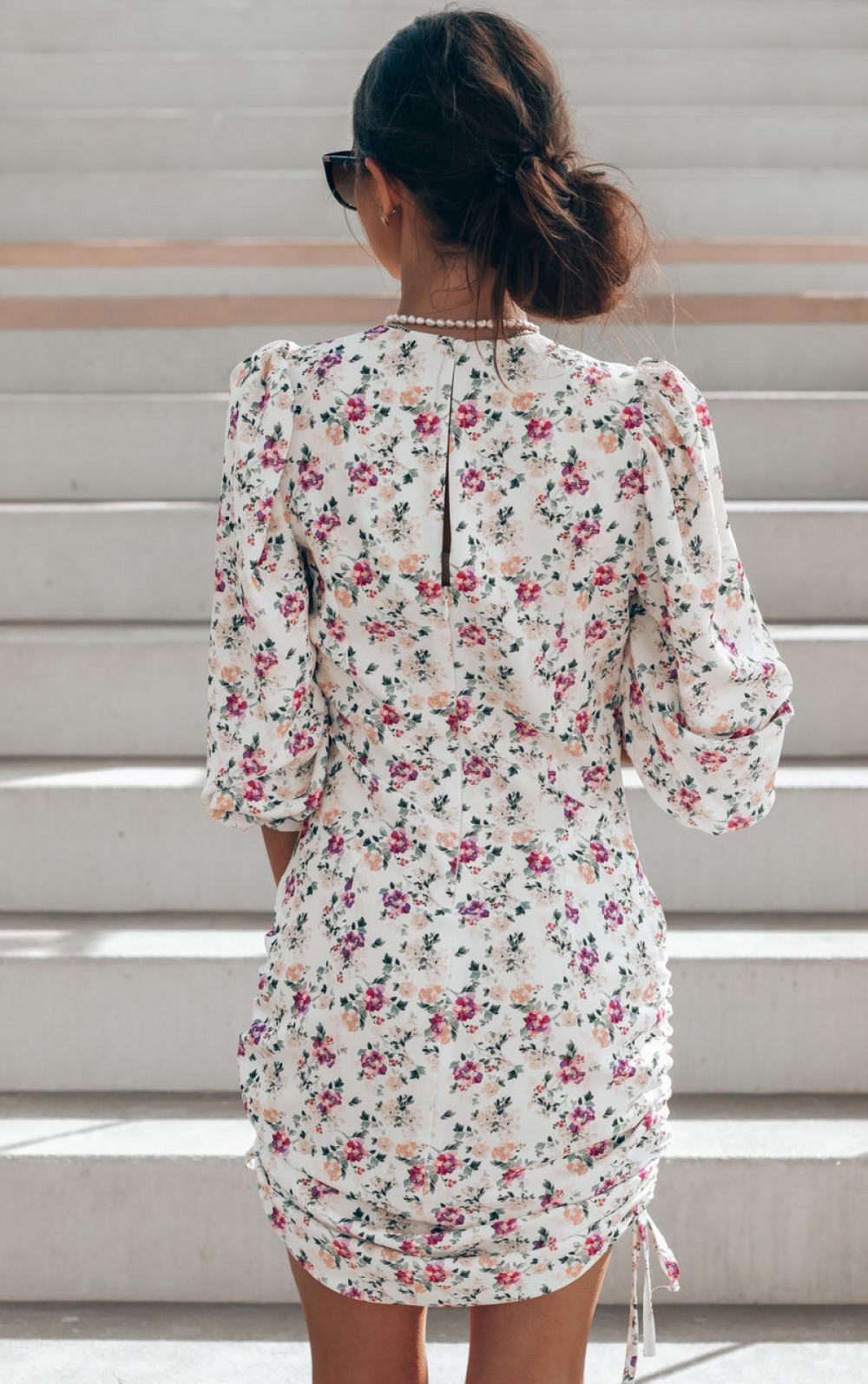 Ecru sukienka kwiatowa z marszczeniami Louise 3
