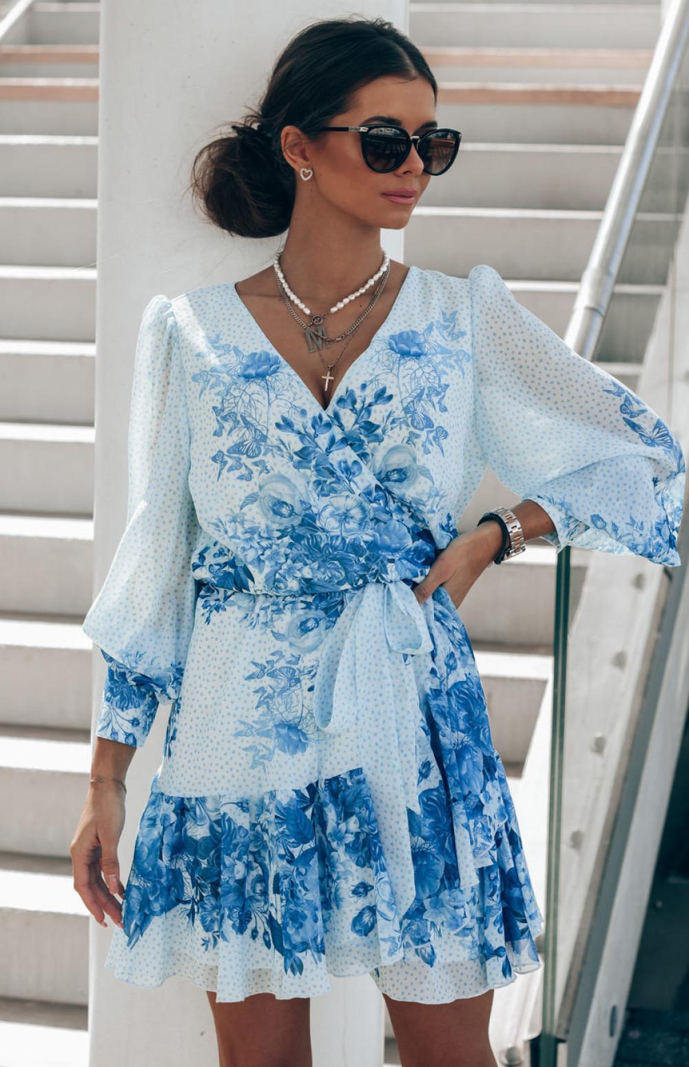 Biało-niebieska sukienka szyfonowa w kwiaty Flores 1