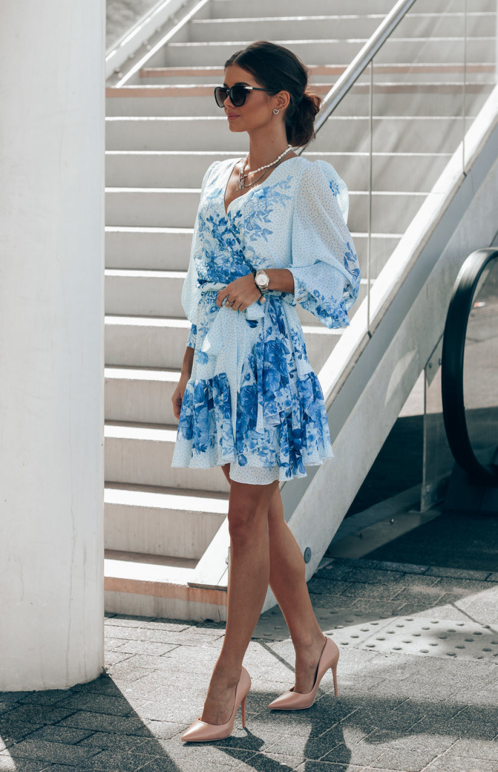 Biało-niebieska sukienka szyfonowa w kwiaty Flores 3