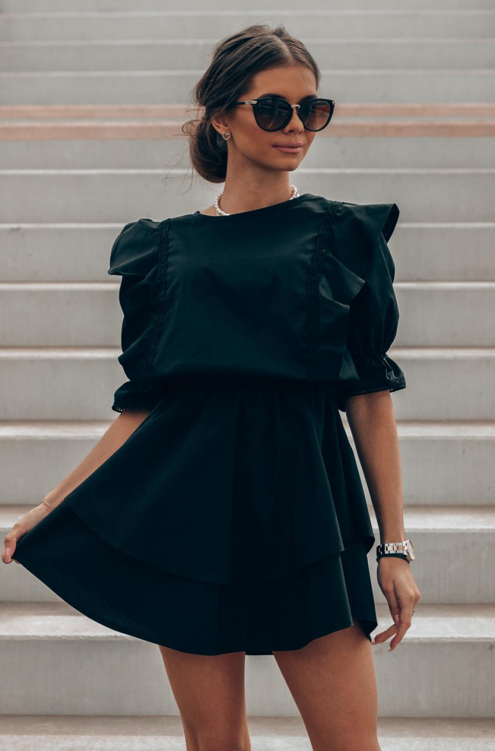 Czarna bawełniana sukienka rozkloszowana z haftem Noelia 1