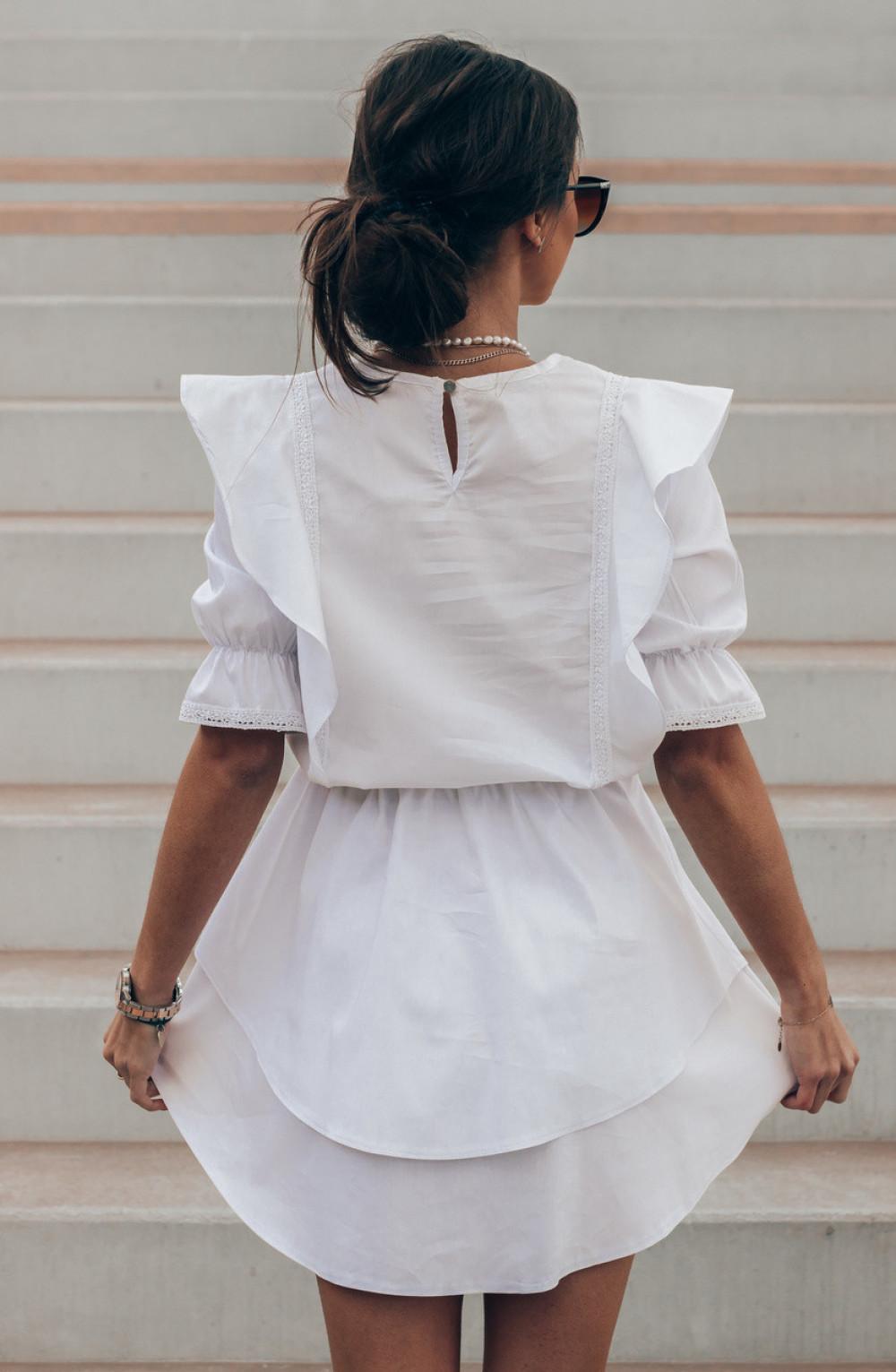 Biała bawełniana sukienka rozkloszowana z haftem Noelia 3
