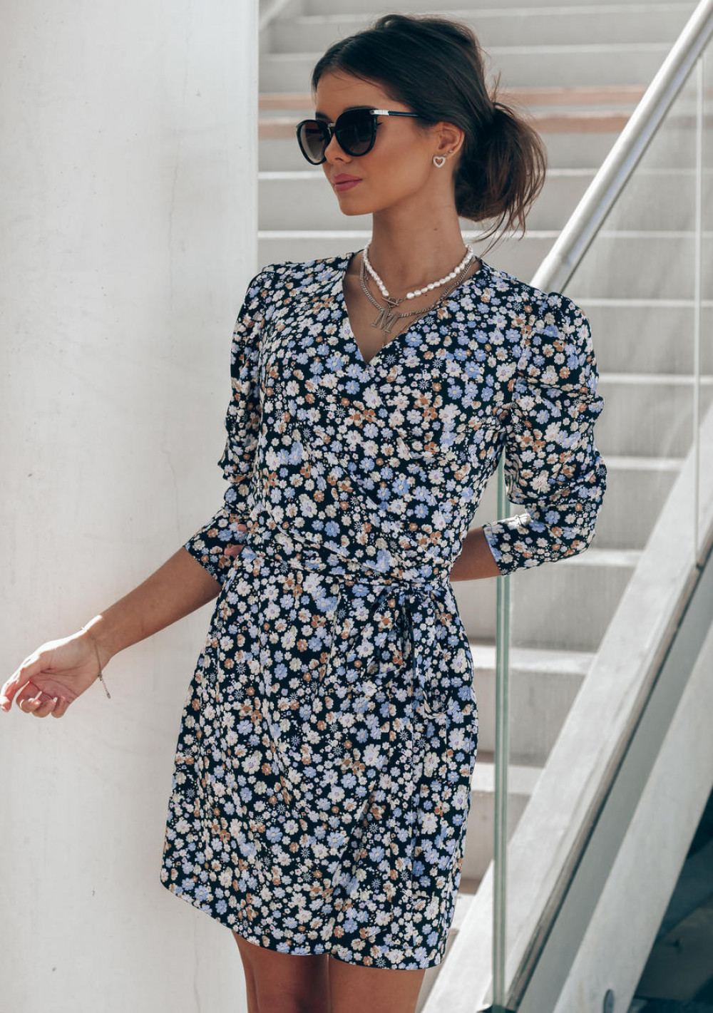 Czarno-niebieska sukienka kwiatowa kopertowa V-Neck Maribel 6