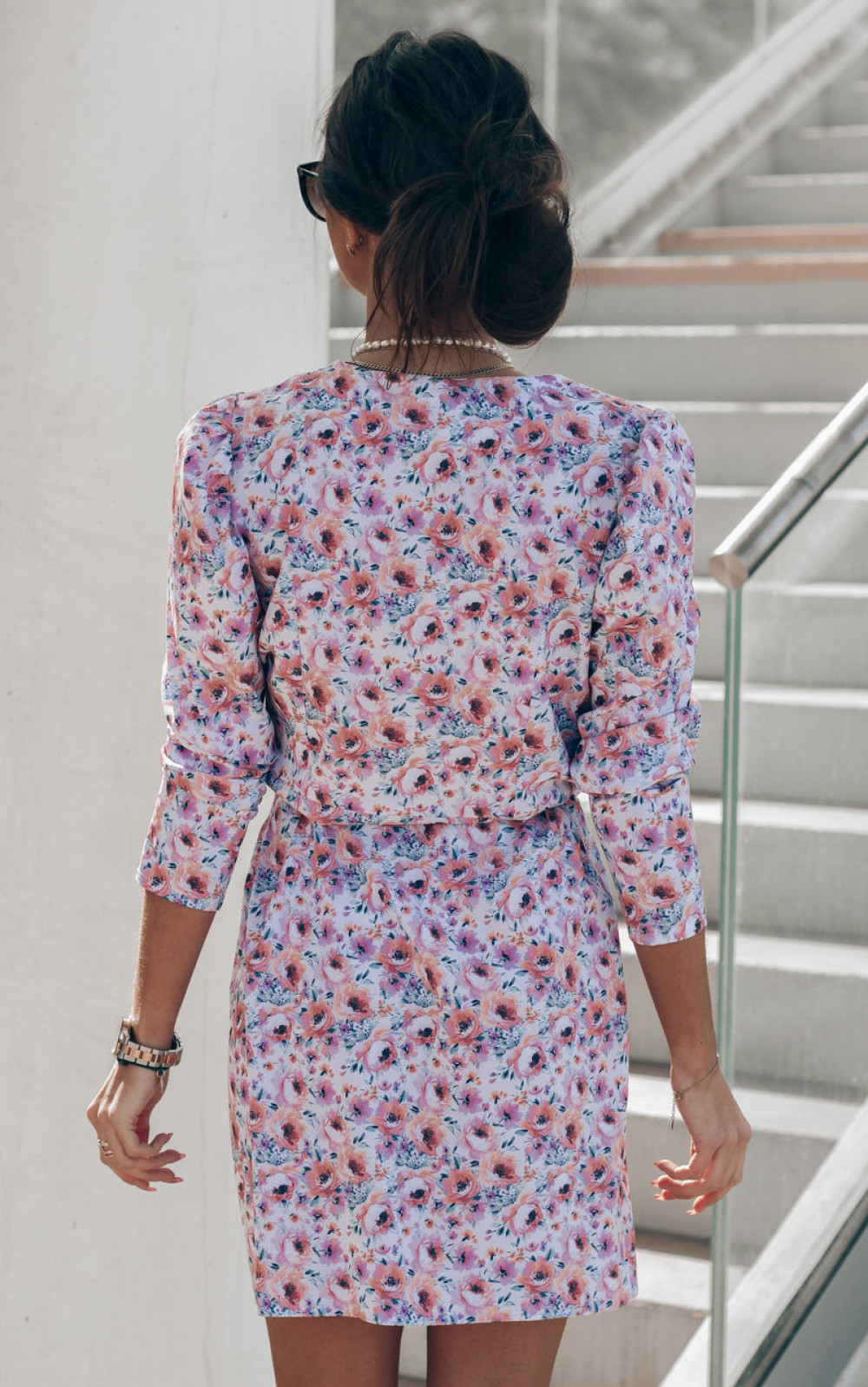Różowo-niebieska sukienka kwiatowa kopertowa V-Neck Maribel 5