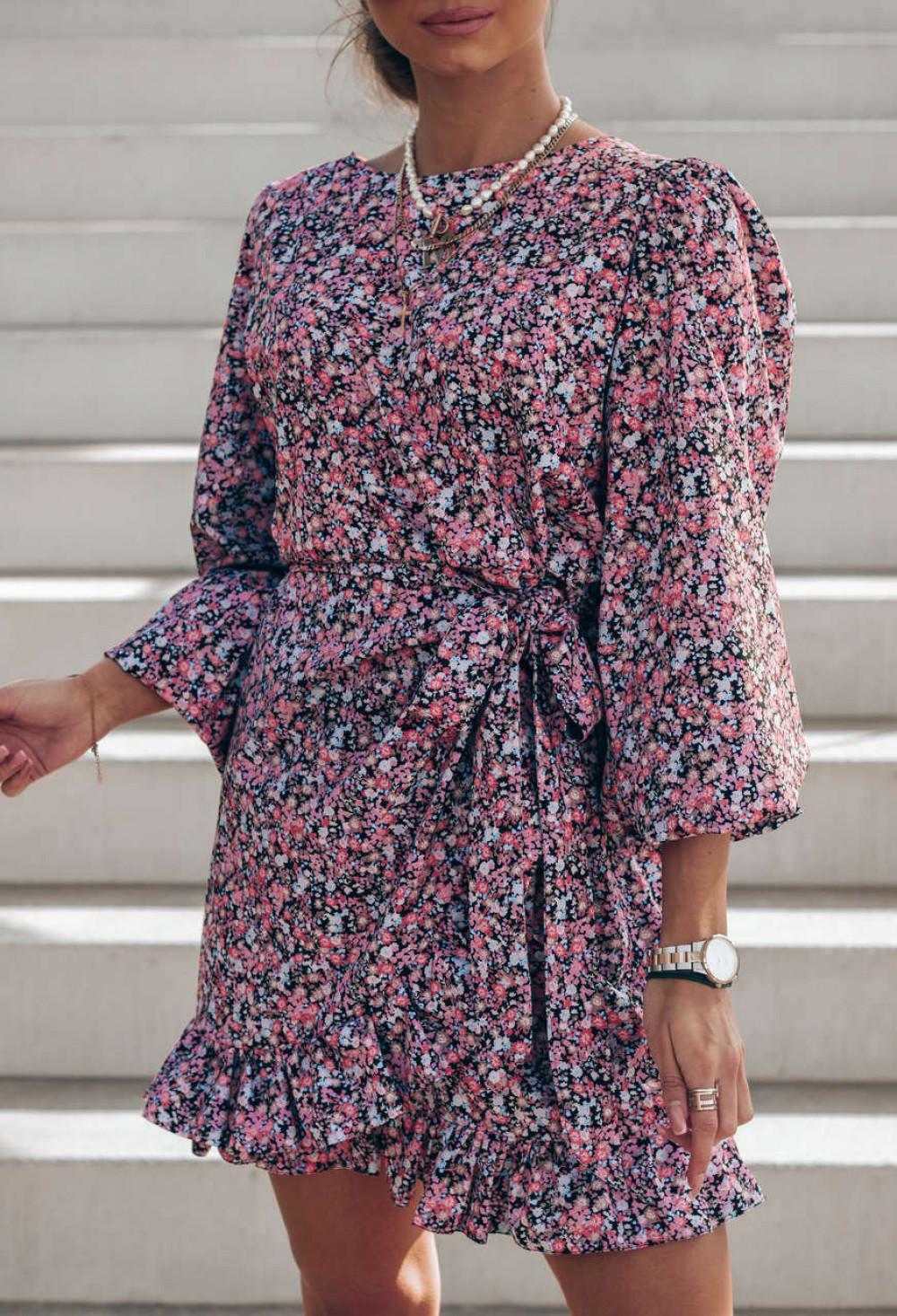 Różowo-czarna sukienka rozkloszowana z bufiastymi rękawami Chica 2