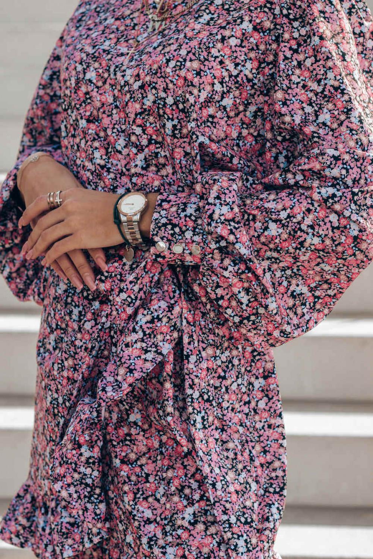 Różowo-czarna sukienka rozkloszowana z bufiastymi rękawami Chica 3