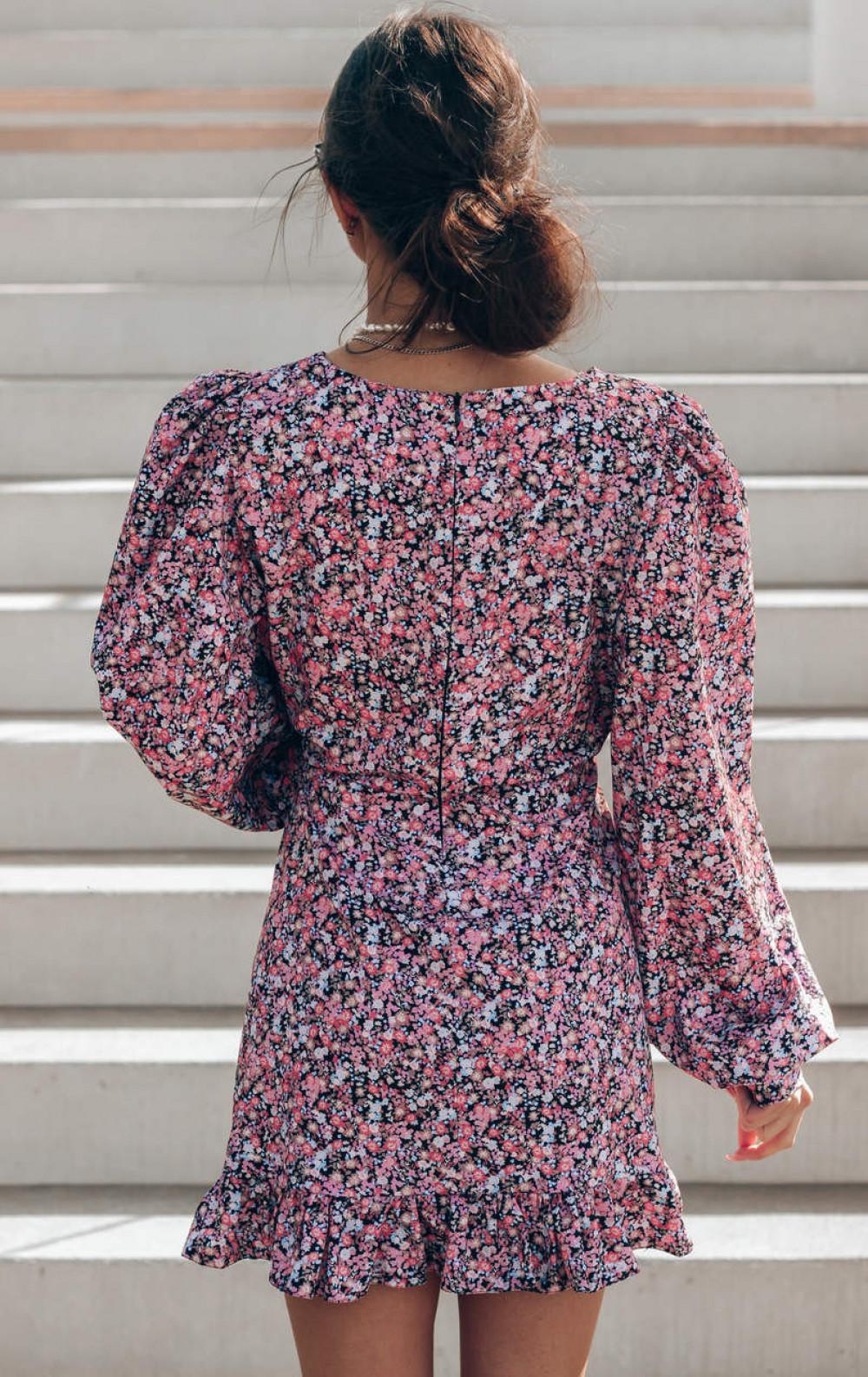 Różowo-czarna sukienka rozkloszowana z bufiastymi rękawami Chica 4