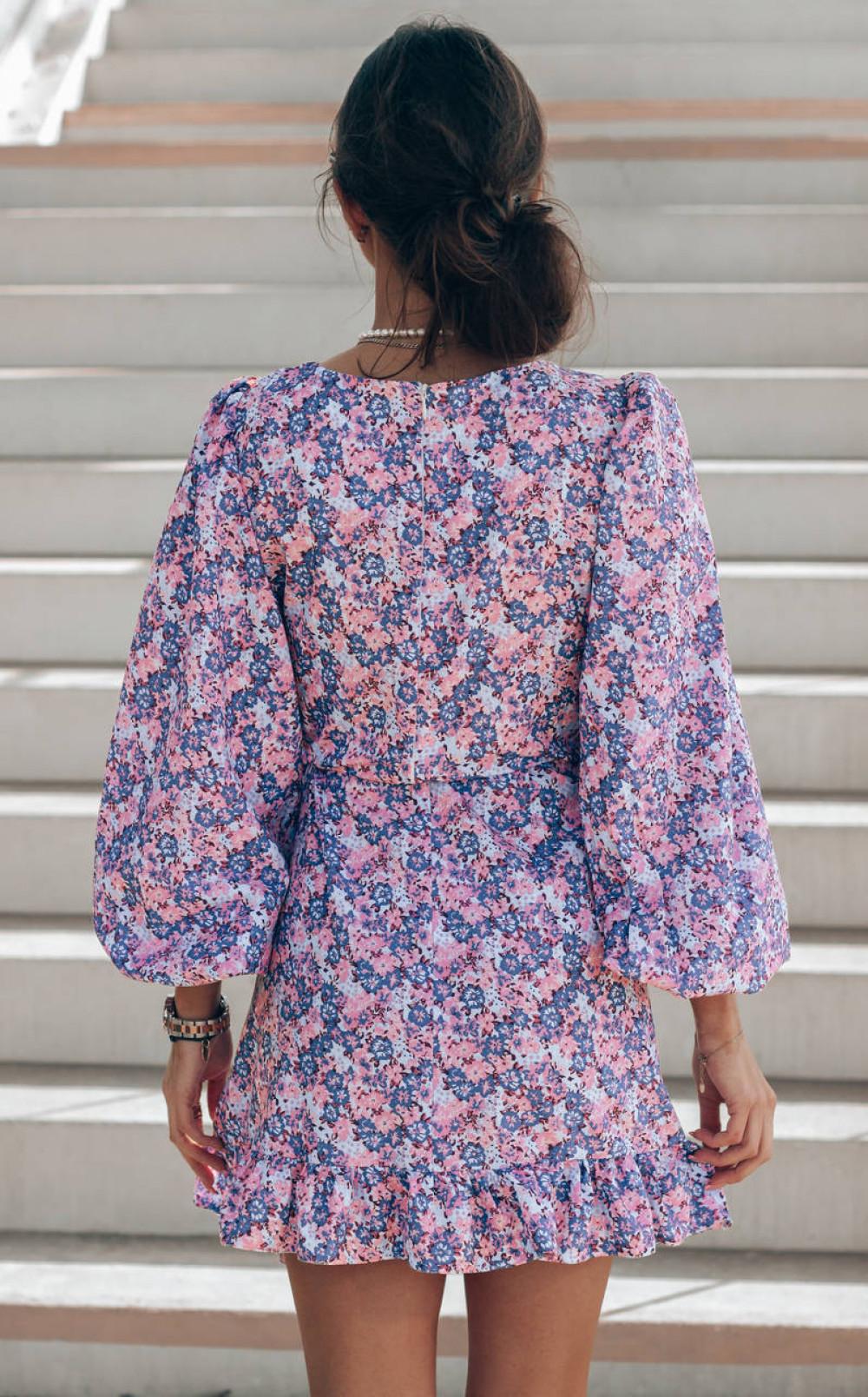 Fioletowo-różowa sukienka rozkloszowana z bufiastymi rękawami Chica 3