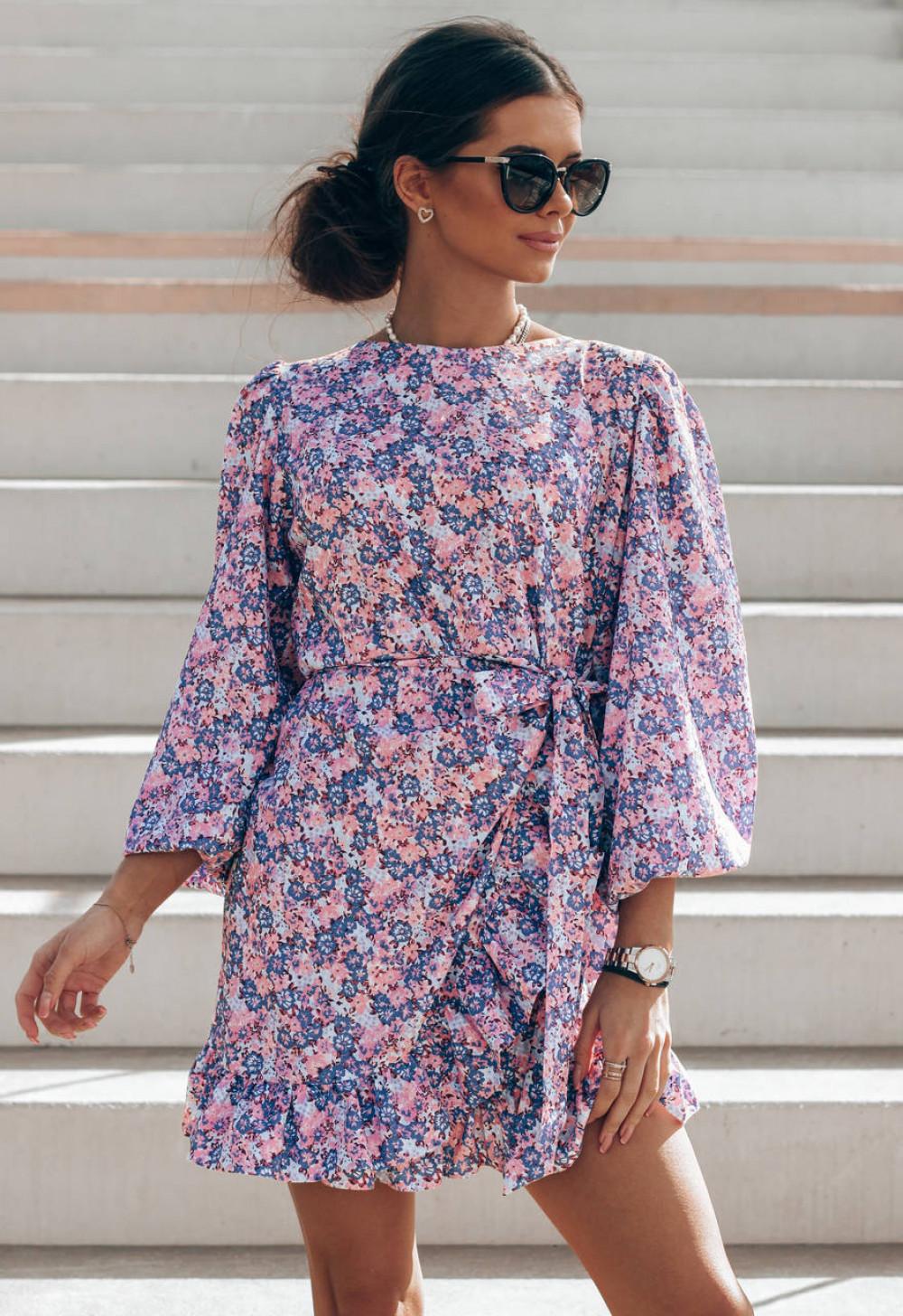 Fioletowo-różowa sukienka rozkloszowana z bufiastymi rękawami Chica 1