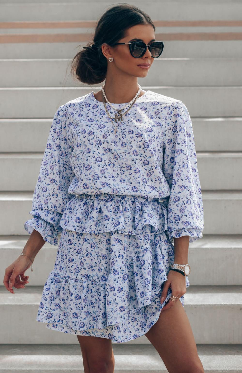 Niebieska sukienka rozkloszowana z falbankami Merci 1
