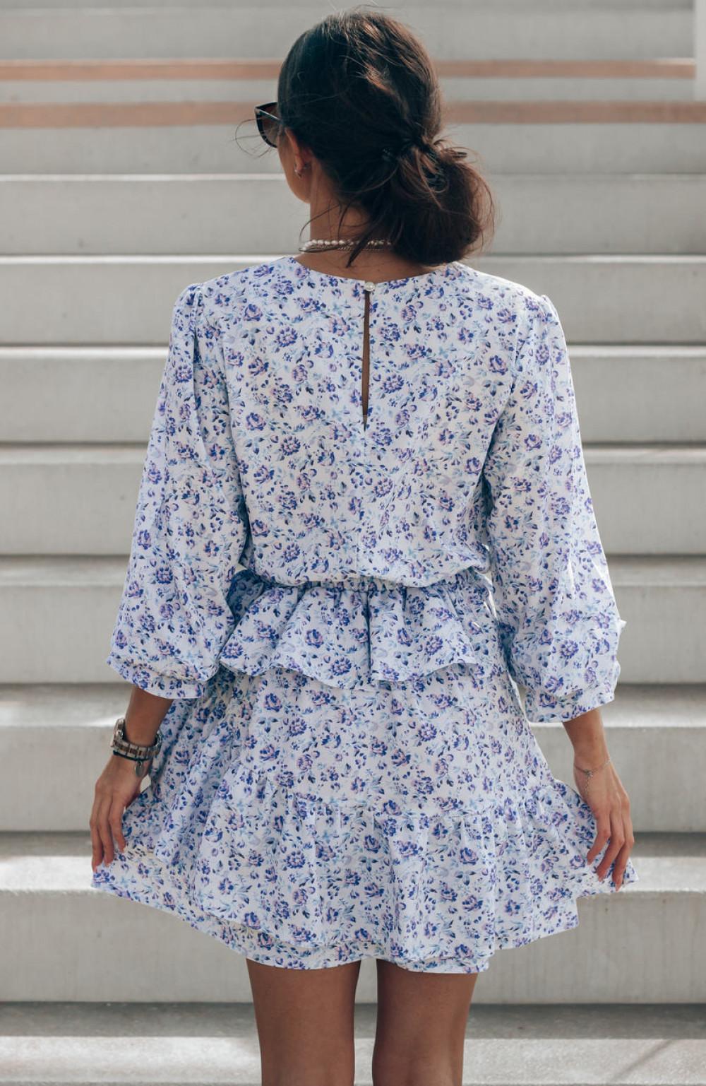 Niebieska sukienka rozkloszowana z falbankami Merci 4