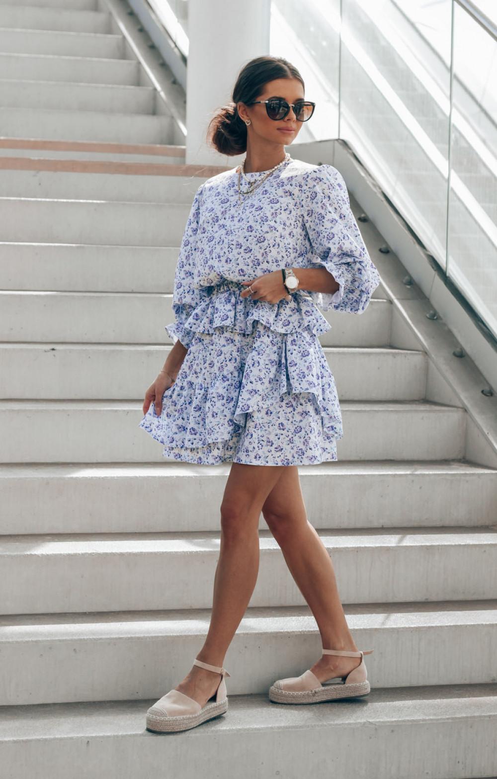 Niebieska sukienka rozkloszowana z falbankami Merci 3