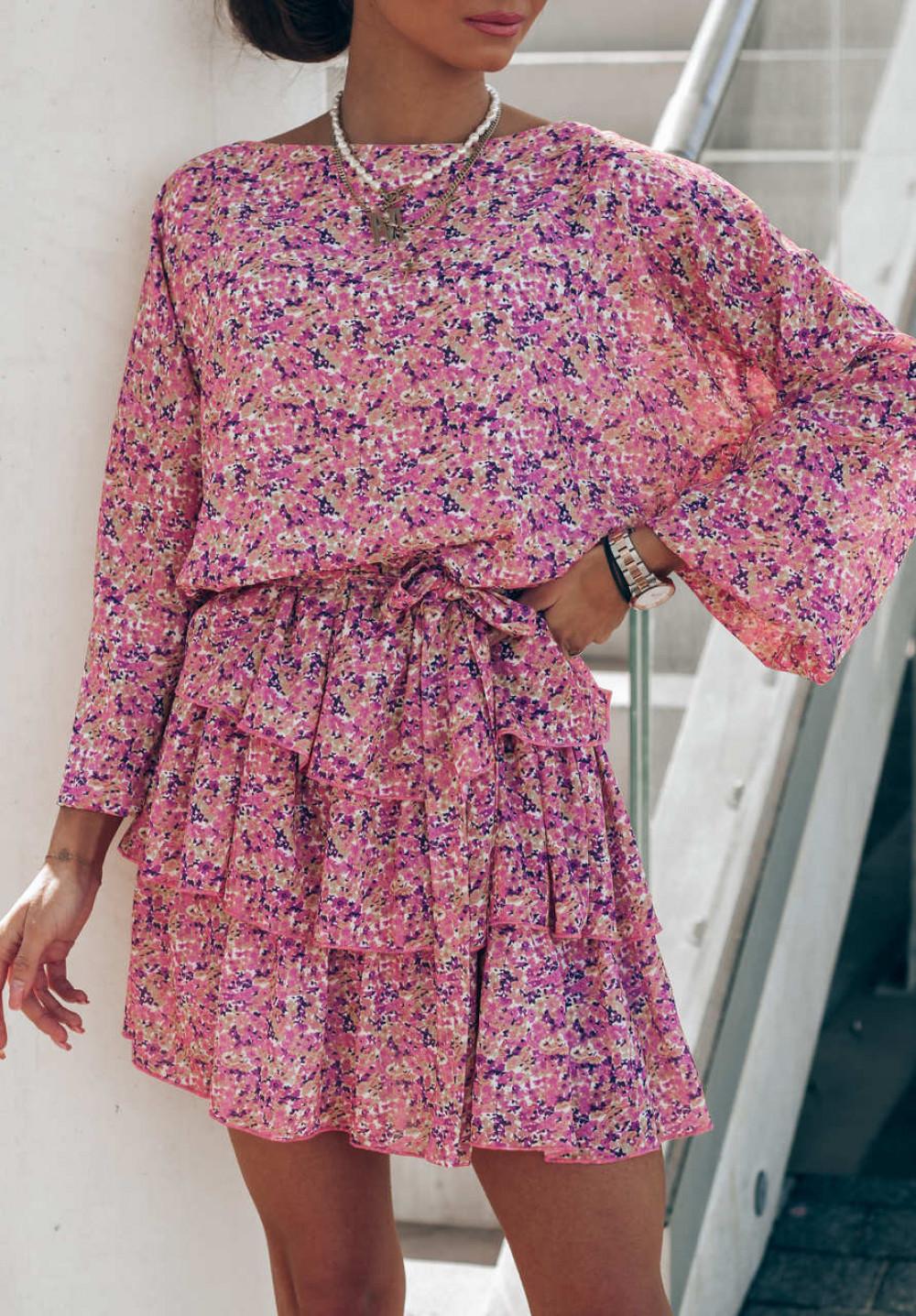 Różowa sukienka rozkloszowana z falbankami Carmela 2