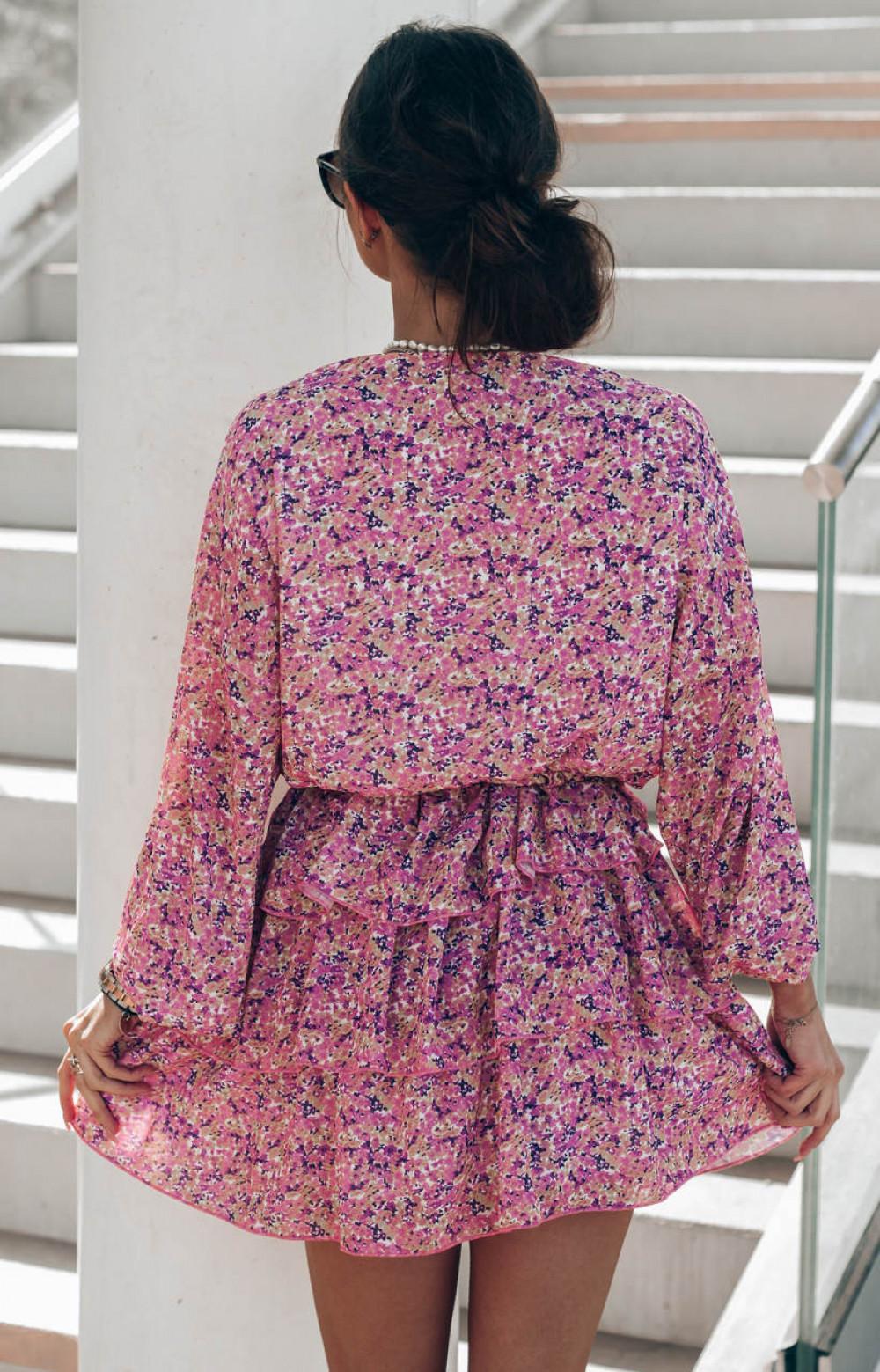 Różowa sukienka rozkloszowana z falbankami Carmela 3