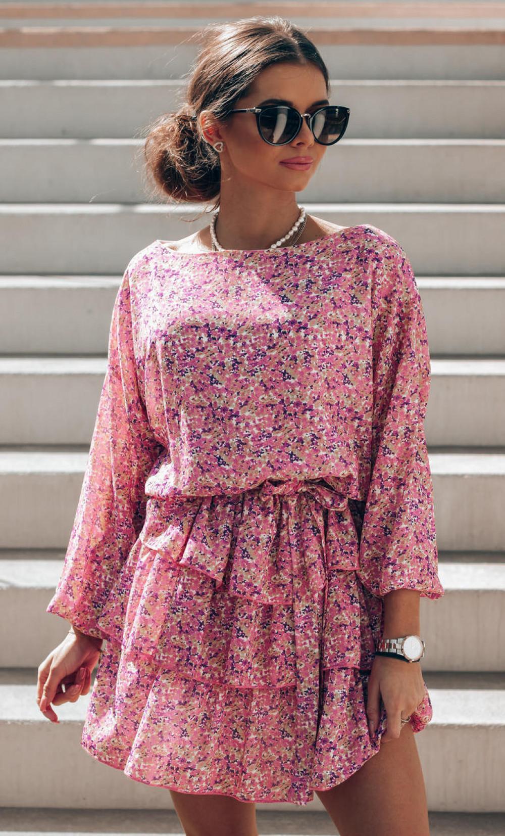 Różowa sukienka rozkloszowana z falbankami Carmela 1