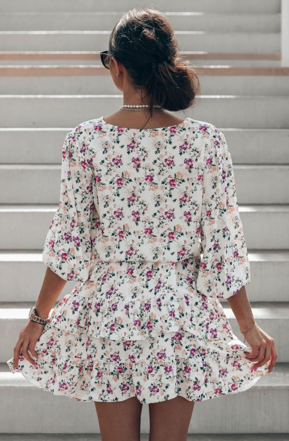Beżowo-fioletowa sukienka kwiatowa rozkloszowana z falbankami Abella 3