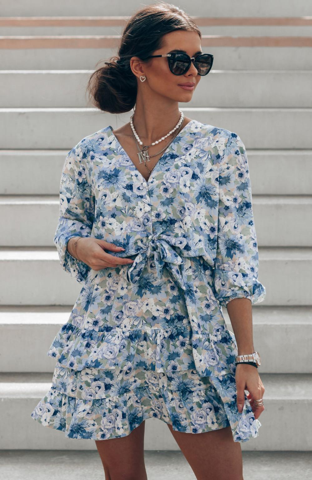 Niebieska sukienka kwiatowa rozkloszowana z falbankami Abella 1