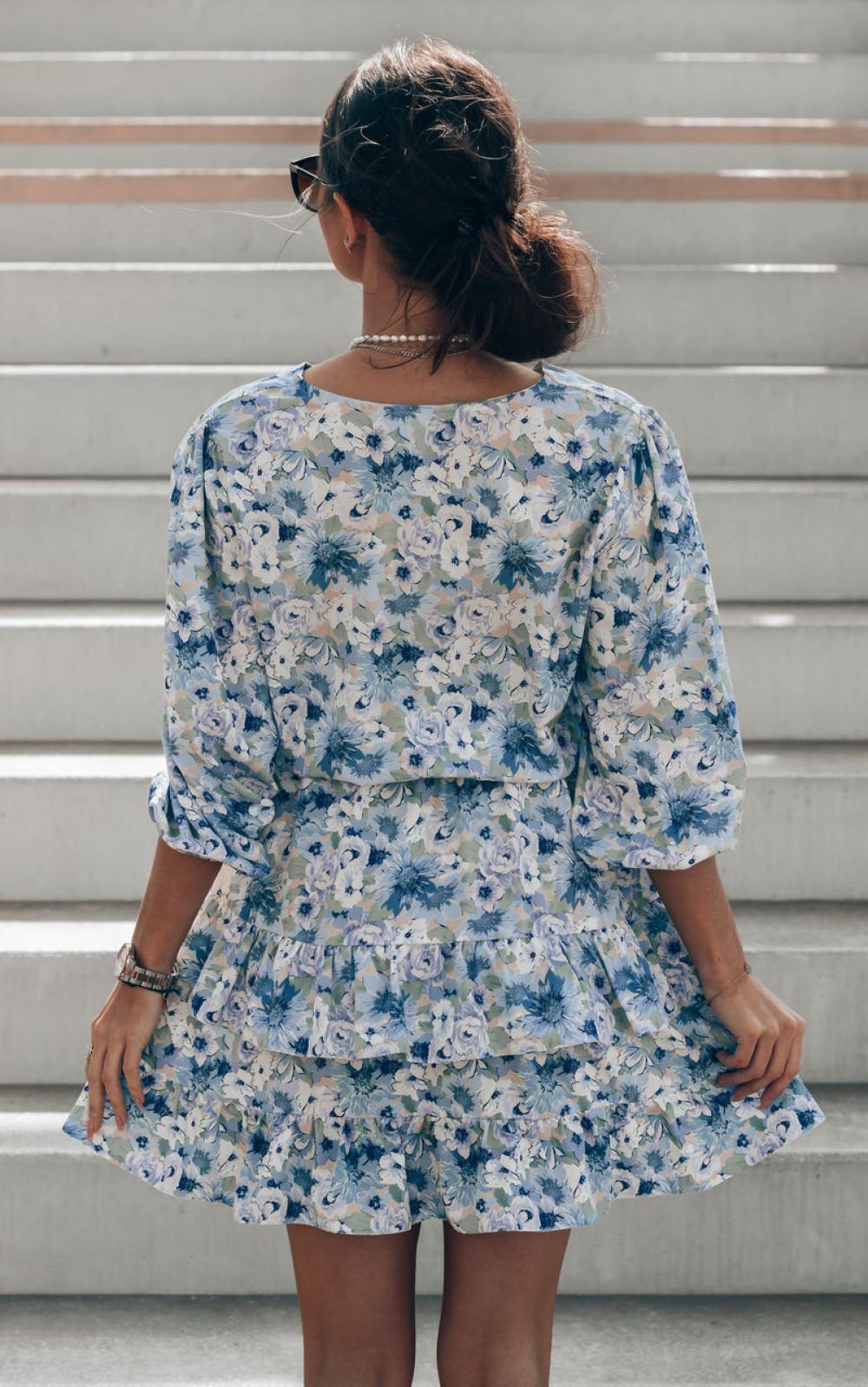 Niebieska sukienka kwiatowa rozkloszowana z falbankami Abella 4