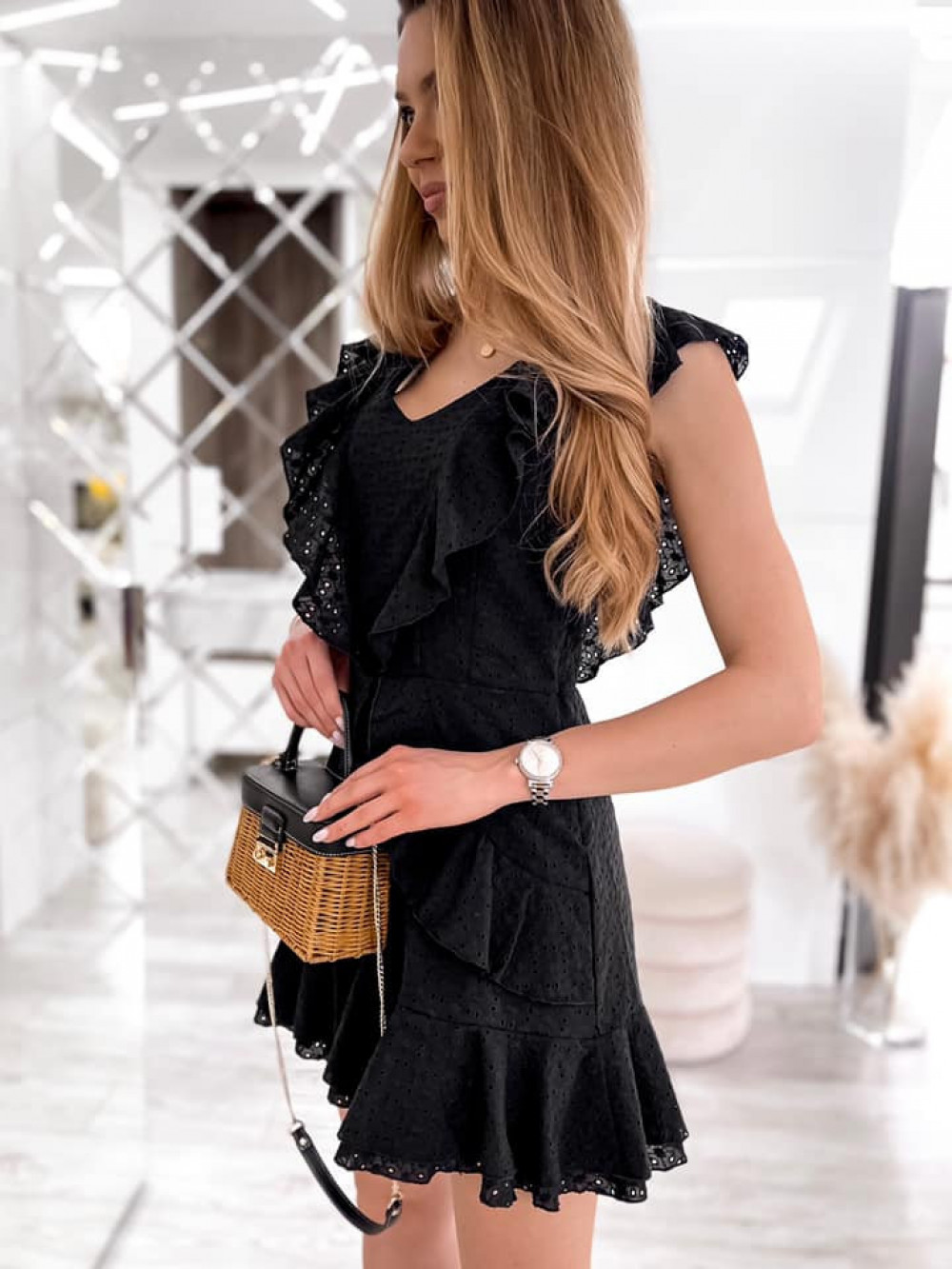 Czarna bawełniana ażurowa sukienka z falbankami Emelina 8