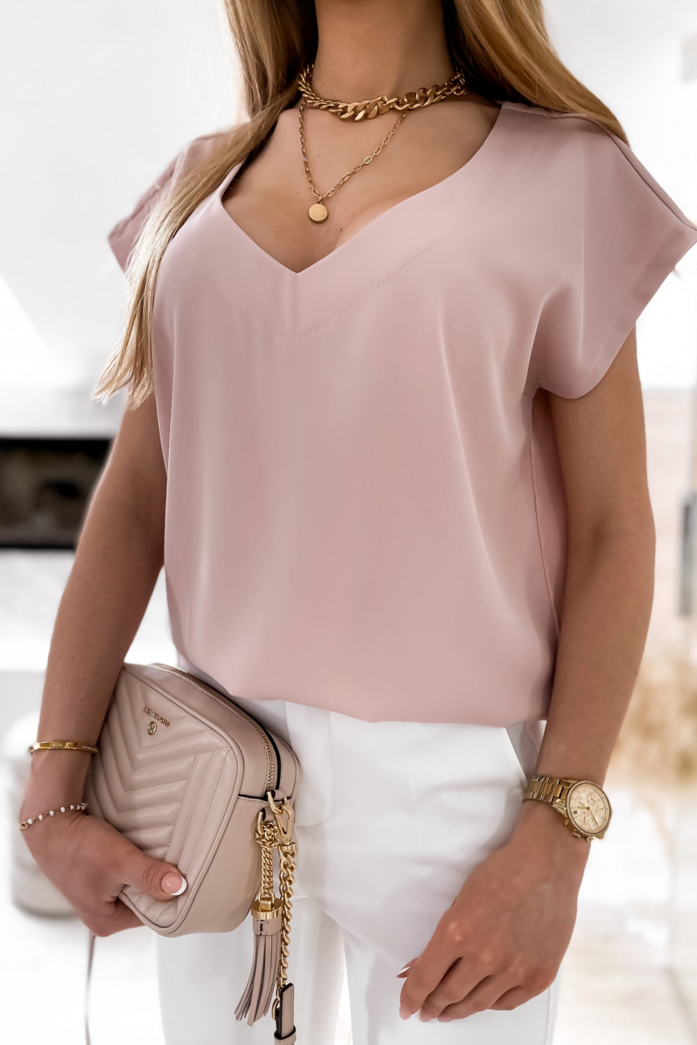 Pudrowo różowa elegancka bluzka V-Neck Clara 4
