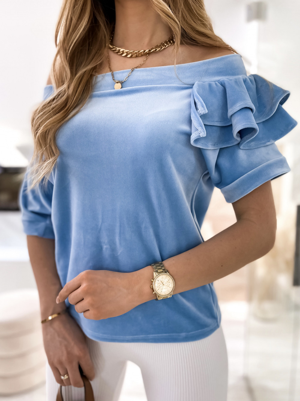 Jasnoniebieska welurowa bluzka z falbankami i krótkim rękawem Wendy 6