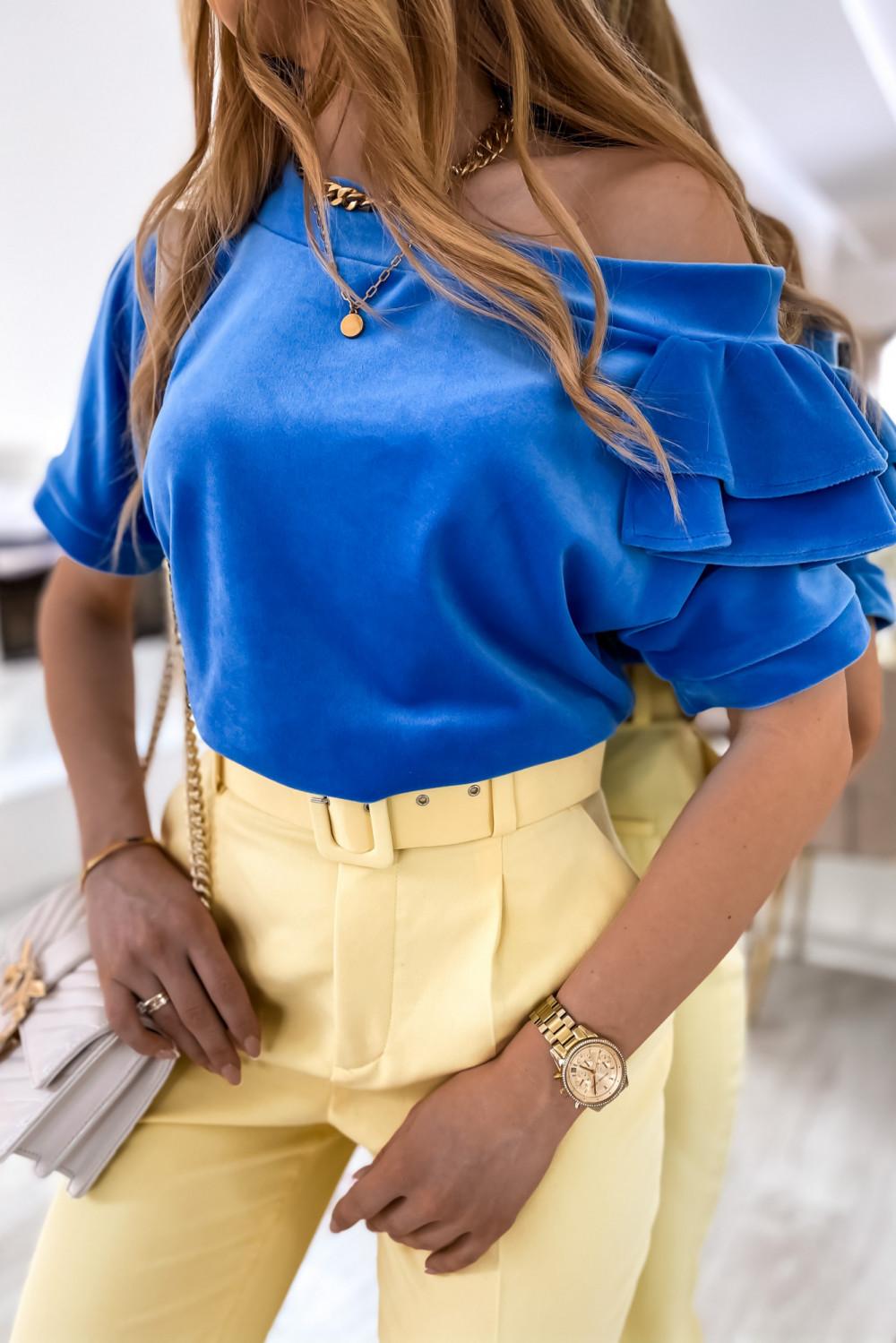 Niebieska welurowa bluzka z falbankami i krótkim rękawem Wendy 2