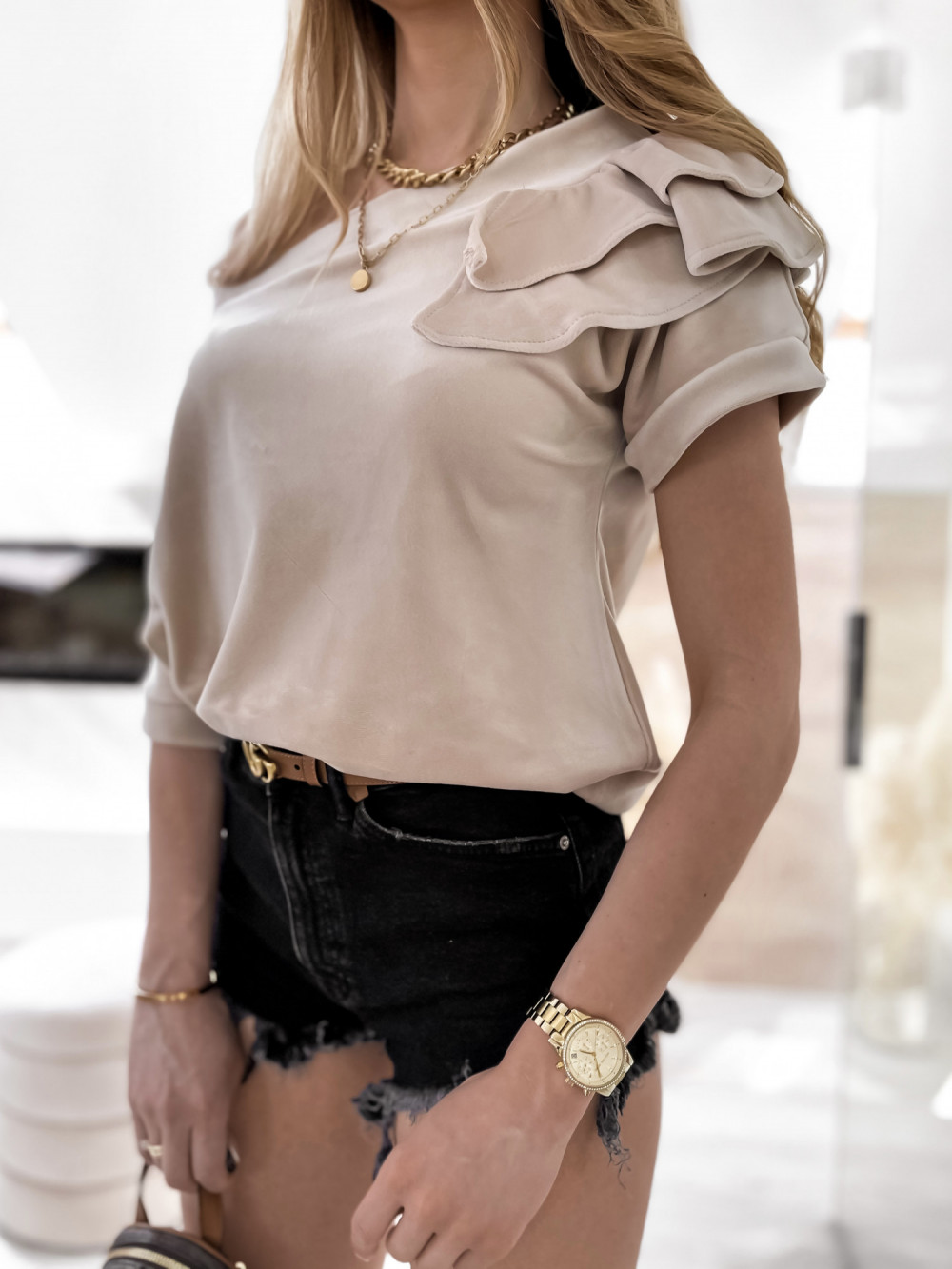 Beżowa welurowa bluzka z falbankami i krótkim rękawem Wendy 5