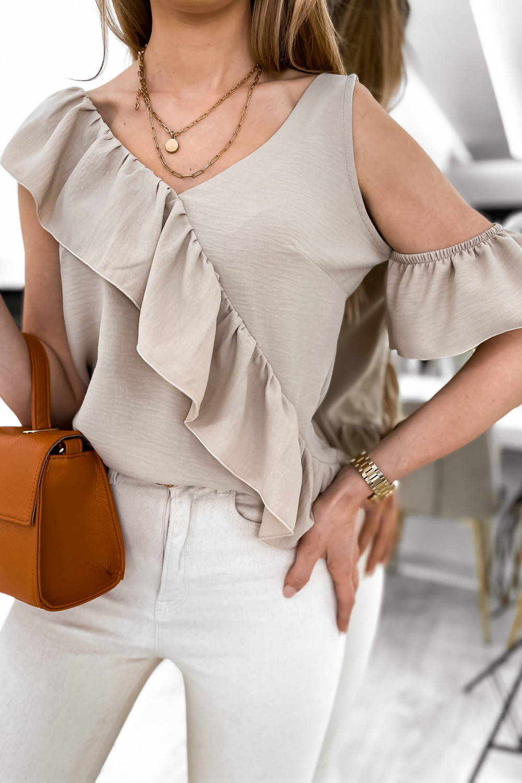 Beżowa bluzka z falbankami na jedno ramię V-Neck Florence 4