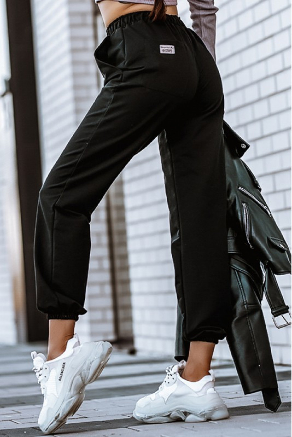 Czarne spodnie dresowe z wysokim stanem Olympe 3