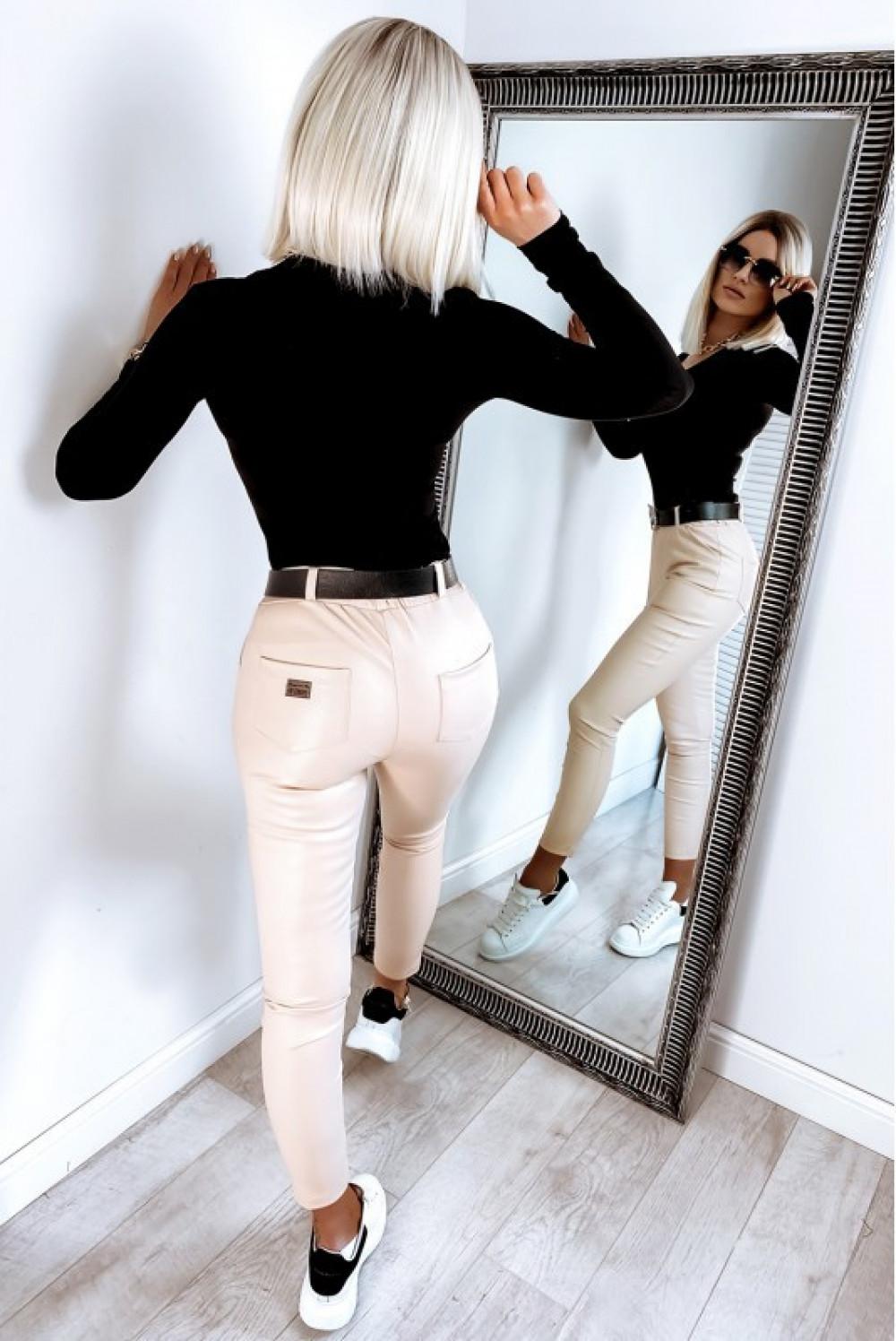 Beżowe dopasowane woskowane spodnie Séphora 5