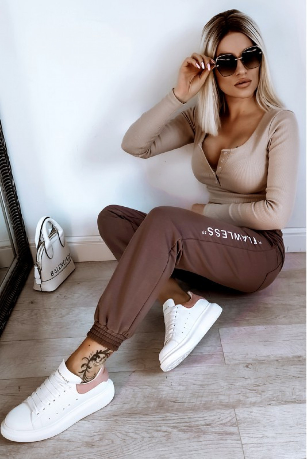 Brązowe spodnie dresowe oversize Flawless 4