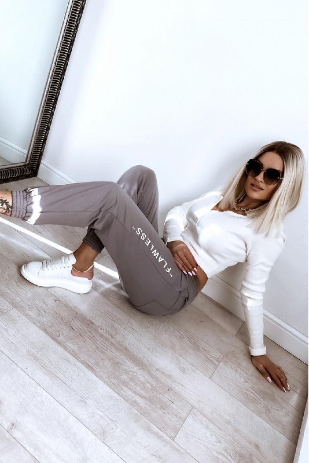 Kawowe spodnie dresowe oversize Flawless 3