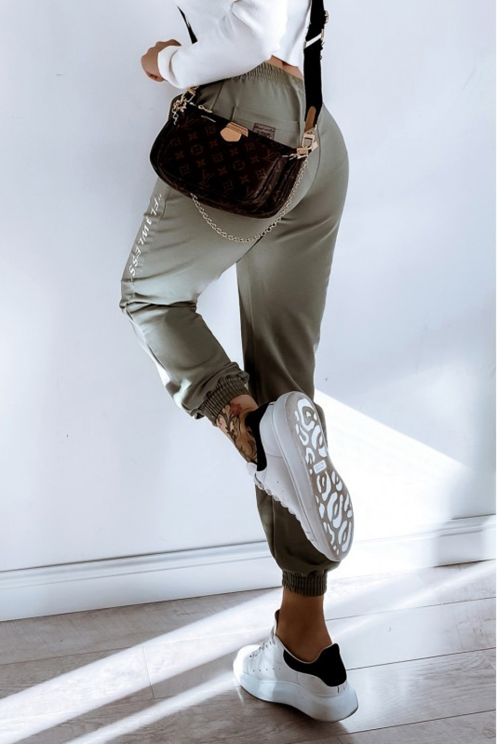 Khaki spodnie dresowe oversize Flawless 3