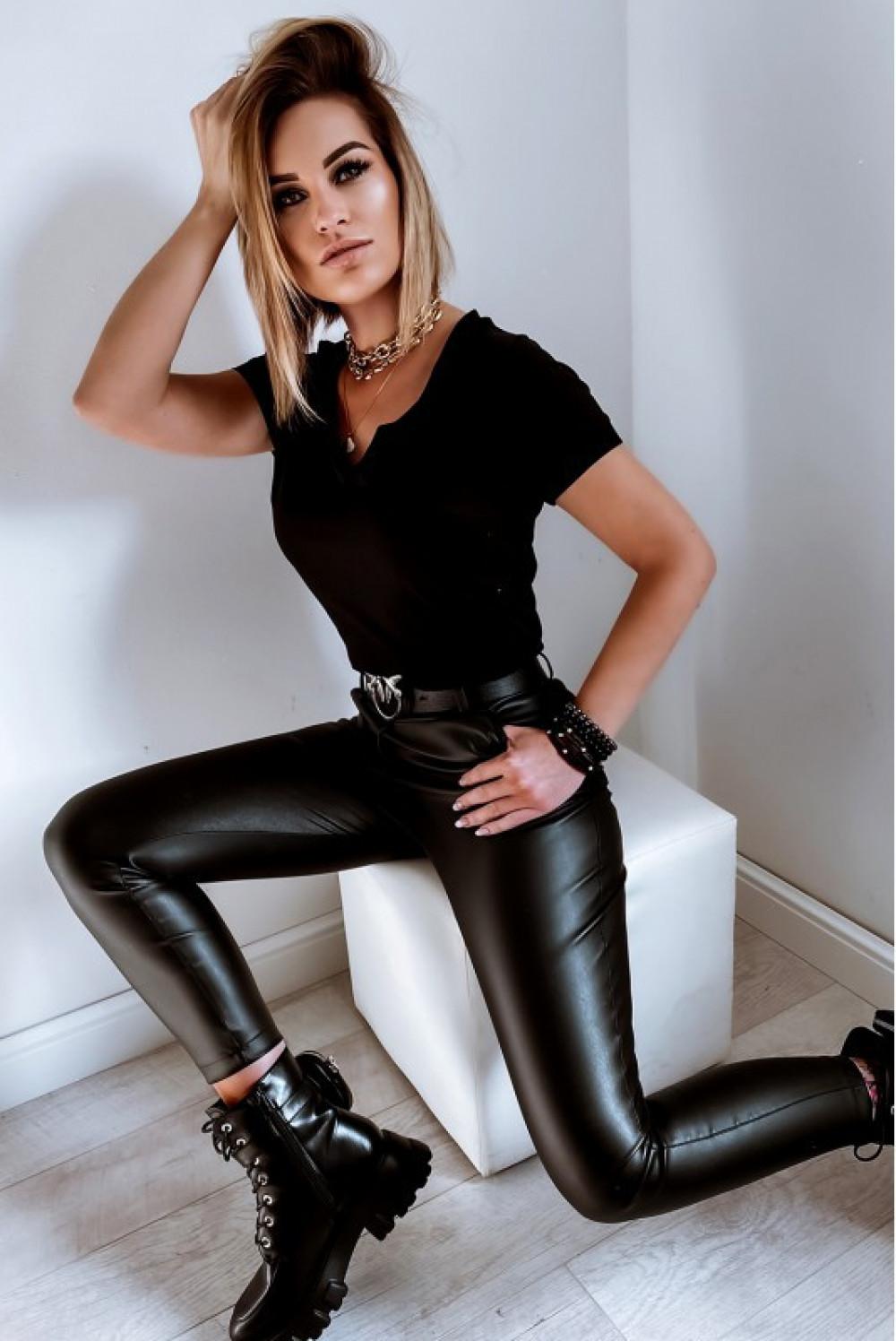 Czarny t-shirt V-Neck Chantal 8