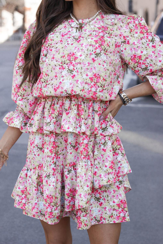 Różowa sukienka rozkloszowana z falbankami Merci 1