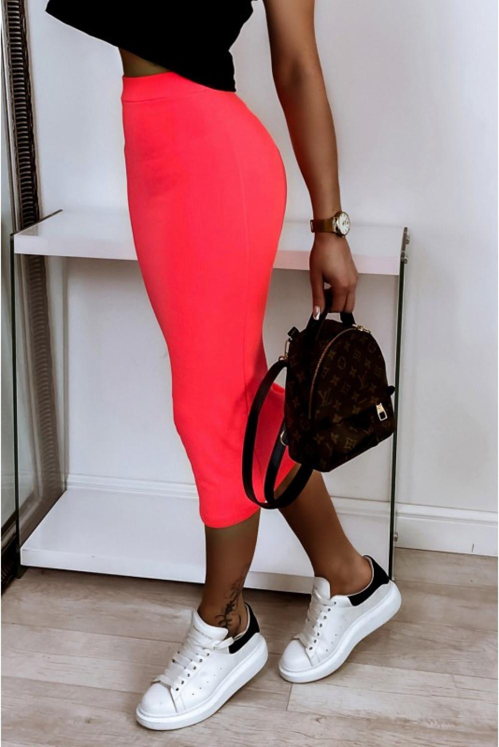 Neonowo różowa ołówkowa dopasowana spódnica midi Alix 1