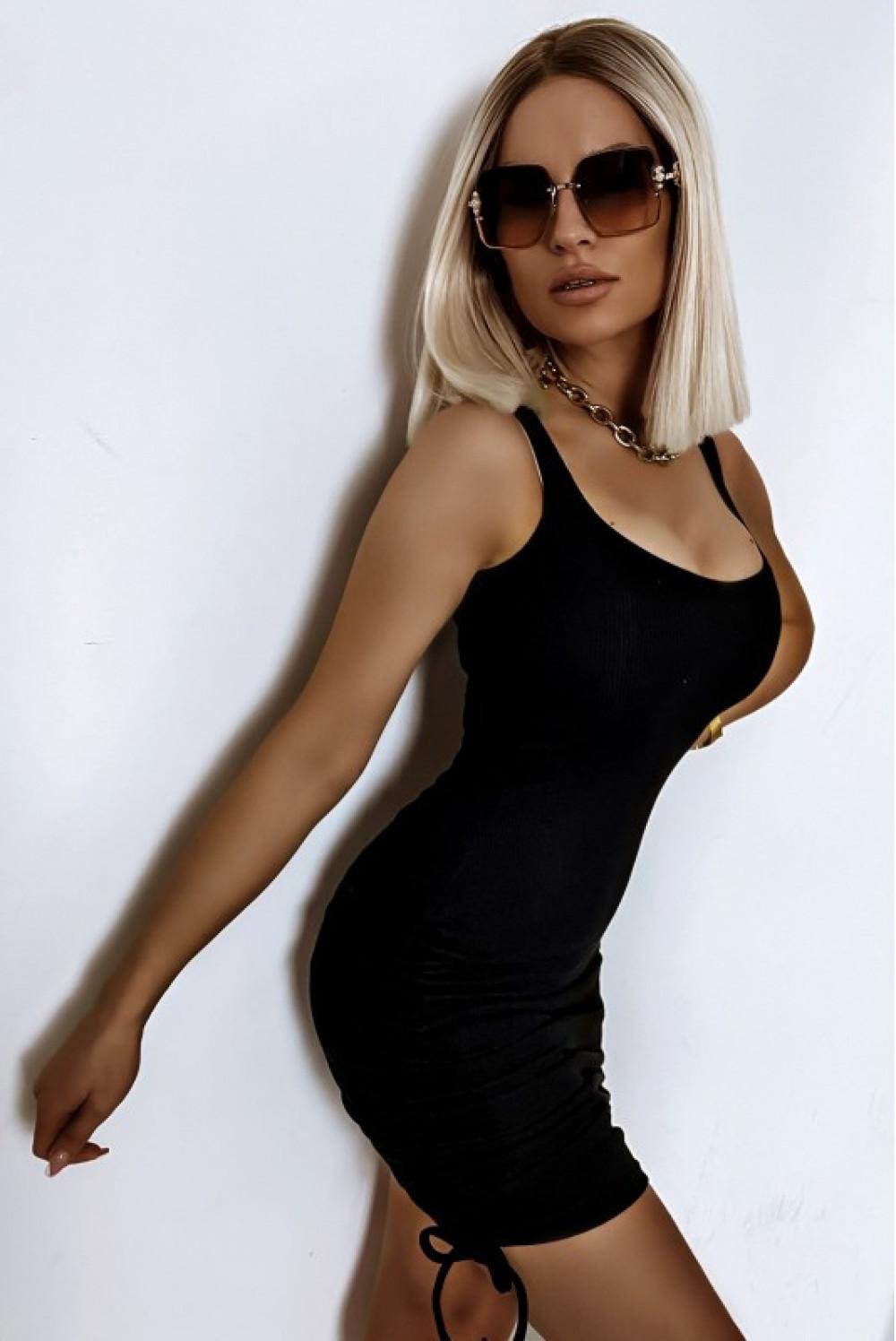Czarna dopasowana sukienka z marszczeniami na ramiączkach Arielle 1